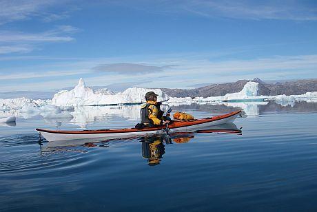 Sea kayaking in Greenland, Travels with paddles, zeekajakken in Groenland, adventure holiday, kayak angmassalik, zeekajak vakanties, sermilik fjord kayak