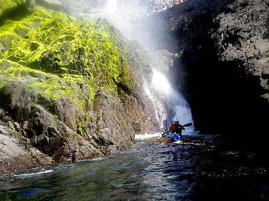 kayaking-in-the-la-Bufadora-blowhole
